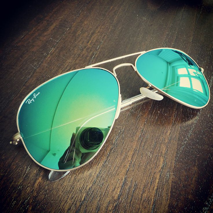 Me want this sooo bad!!! Ray-Ban blue/green aviator flash sunglasses - Ray-Ban blauw groene aviator flash zonnebril