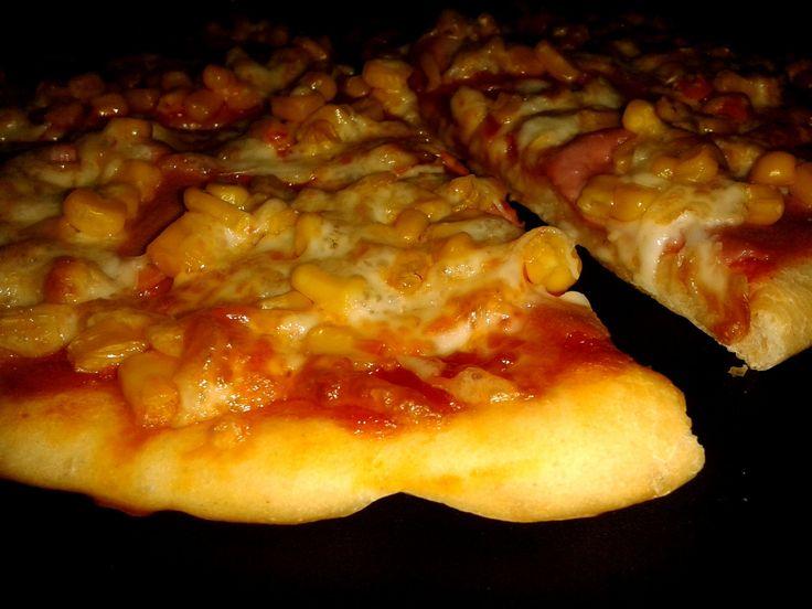 Mire kihozza a futár, játszva megsüthetsz két pizzát, arról ne beszéljünk, hogy a kereskedelmi árak töredékéért :-) Hihetetlenül egyszerű...