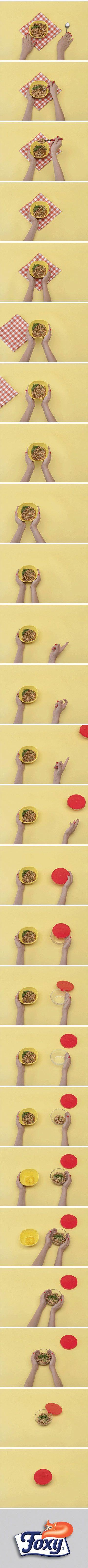 Lascia raffreddare la zuppa o la minestra nella pentola chiusa con il coperchio. Quando è fredda, versala in un contenitore di vetro ben chiuso: risparmierai spazio nel frigo.  Scopri tanti altri segreti per ottimizzare la conservazione dei cibi su: www.foxymega.it/optimize/impara-come-ottimizzarlo.php?id=Minestra
