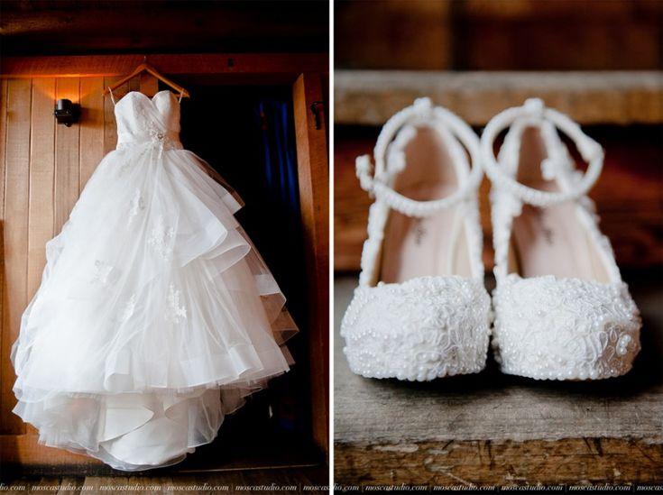 A Mt Hood wedding day at Silcox Hut, above Timberline Lodge, Oregon. Gorgeous #WeddingDress and #WeddingShoes. #MtHoodWedding #SilcoxHut #WeddingPhotography #MoscaStudio #FotoMatrimonio © http://www.moscastudio.com