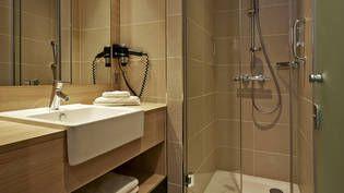 Komfortable Badezimmer im H2 Hotel München