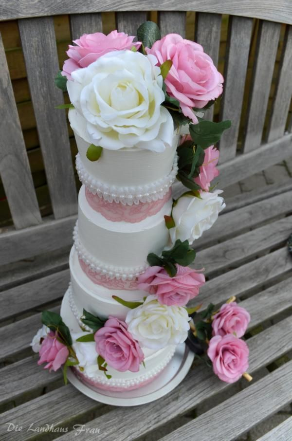 DIY Hochzeitstorte aus Gips gefüllt mit Geld. Ein besonderes Hochzeitsgeschenk selber machen