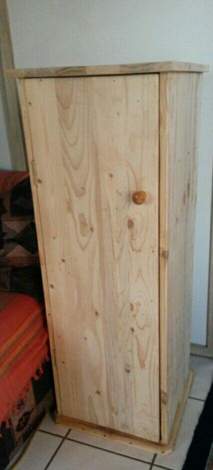 Medium pallet cupboard by Byron