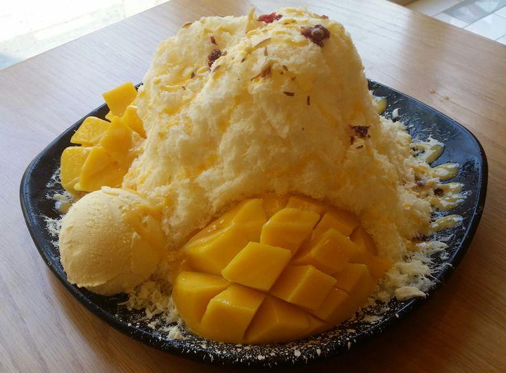 Mango patbingsu from Meetfresh in Seoul. #Seoul #patbingsu #koreanfood