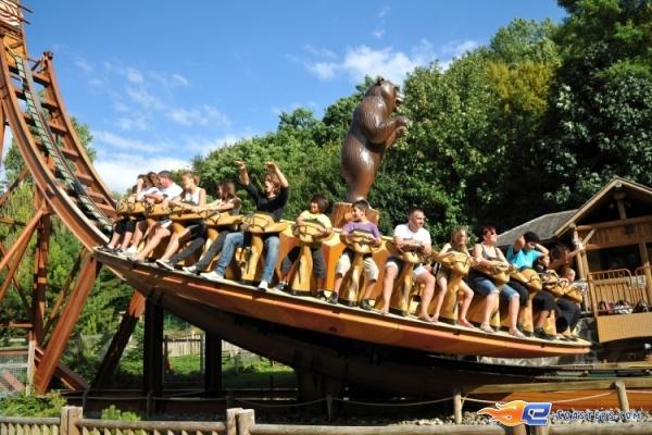 6/8 | Photo du Roller Coaster Le Grizzli situé à Nigloland (France). Plus d'information sur notre site http://www.e-coasters.com !! Tous les meilleurs Parcs d'Attractions sur un seul site web !! Découvrez également notre vidéo embarquée à cette adresse : http://youtu.be/LM94OlVKRHY