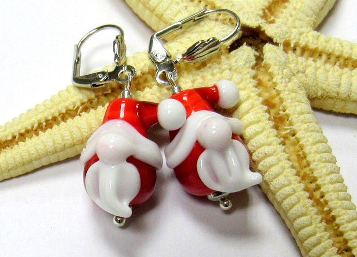 Glasohrringe - SMAUGGS handgearb. Ohrringe Weihnachtsmann - ein Designerstück von Smauggs bei DaWanda