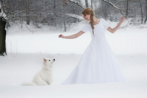 20 Incredibly Beautiful Winter Wedding Photos in the Snow You Have to See!