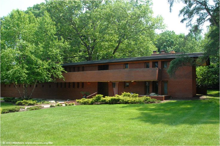 Herbert mossberg house in south bend in built by frank for Frank lloyd wright craftsman