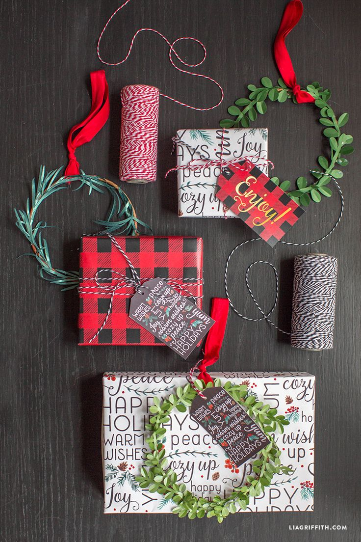 Free Printable holiday gift wrap and gift tags. Lia Griffith