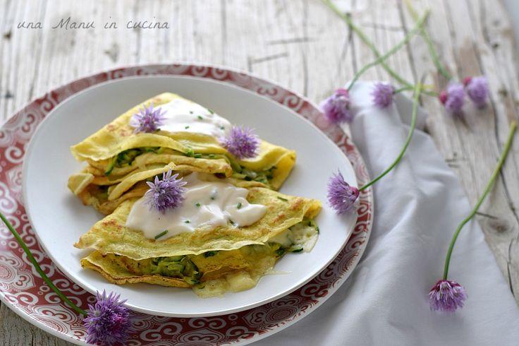 Crepes ripiene di zucchine con fiori di erba cipollina