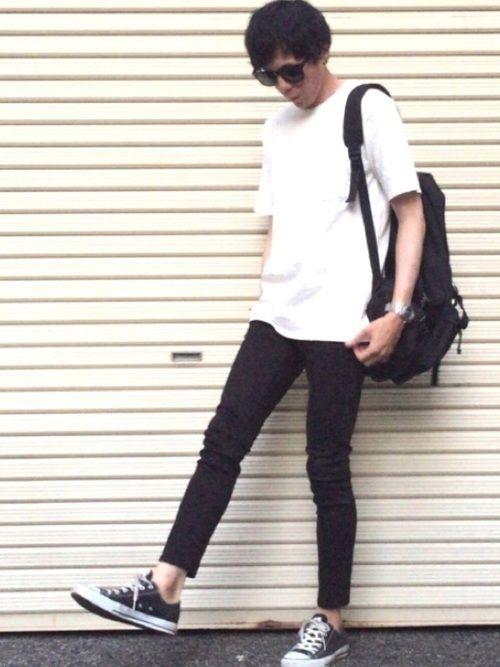 おはようございます☀️ 今日は白ビッグTシャツ、黒スキニー、黒コンバース、リュックを合わせたコーデで