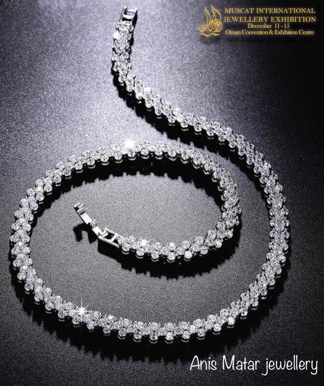 اكتشف الروعة من خلال مجموعة مجوهرات الذهب والألماس الراقية في مجوهرات أنيس مطر حيث يجتمع الفن مع الكمال روعة الجواهر تحبس الأنف Beaded Necklace Jewelry Beaded