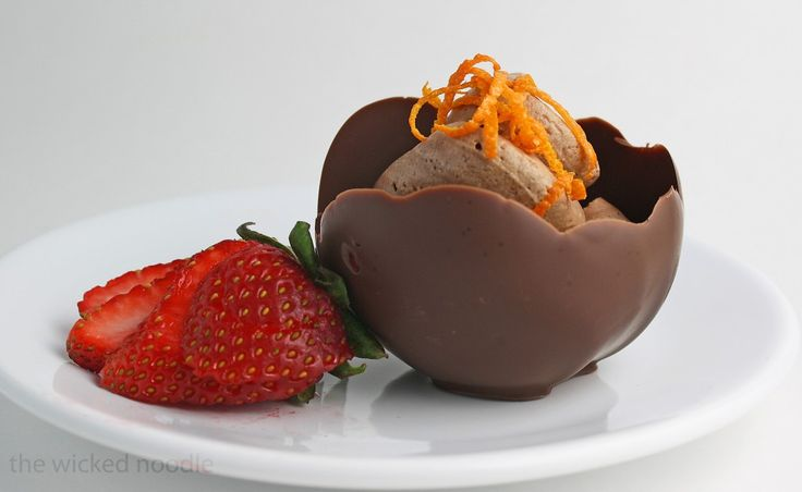 chocolate bowls...all you need is chocolate and balloons!