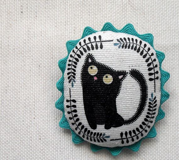 illustrated fabric brooch Cat by CeciliaPlazaHandmade on Etsy, €12.00