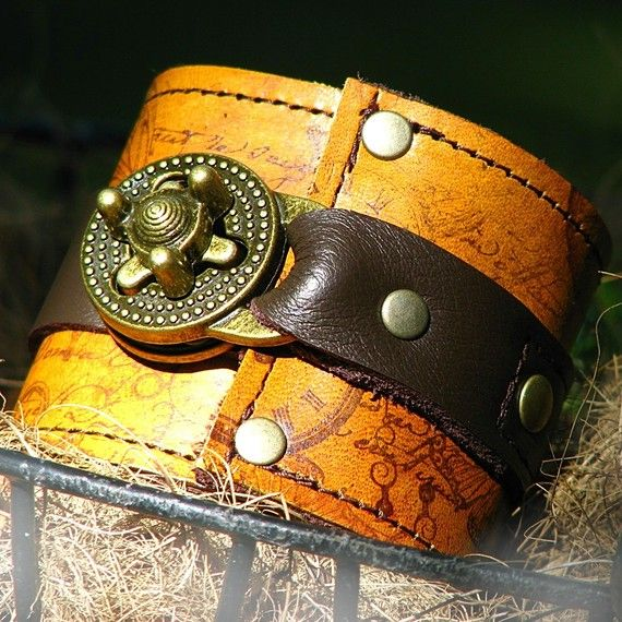 Ring In The Steampunk Decor To Pimp Up Your Home: Steampunk Leather Wrist Wallet Cuff With Secret Pocket For