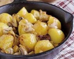 Poêlée de champignons aux pommes de terre : http://www.cuisineaz.com/recettes/poelee-de-champignons-aux-pommes-de-terre-50679.aspx
