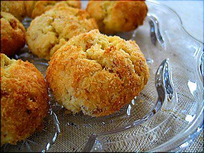 dün annem ve kardeşim babamı almak için havaalanına gidince ben de hemen mutfağa girdim. çok fazla zamanım olmadığı için annemin yapıp onayladığı tariflerden birini denemeliydim. en basit gözüken kurabiye tarifini yapmaya koyuldum; naciye teyze'nin kayısılı kurabiyesi. kurabiye için gereken malzemeler;...