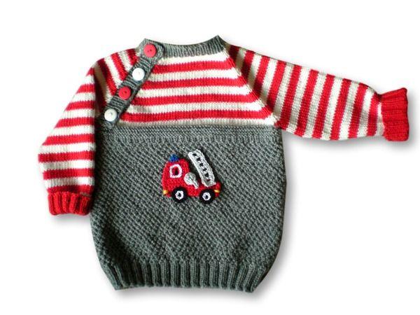 Kleine Jungs werden solch einen Pullover bestimmt gerne tragen. Durch die Feuerwehrapplikation wird er zum absoluten Hingucker. Der Pulli ist aus Merinowolle (Lauflänge 125 m je 50 g) gestrickt und somit schön warm für kühlere Tage. So etwas einzigart
