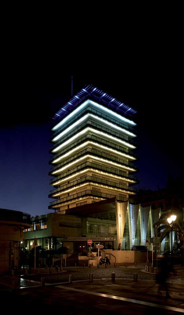 Immeuble TPM, Toulon.  Installateur : CEGELEC. Photographe : Gilles Framinet. (Produits : X-LINE³).