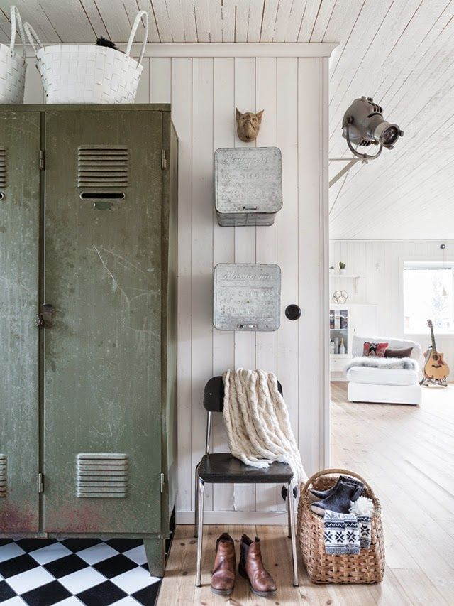 238 best cool lockers images on pinterest industrial interiors industrial style and - Houten buffet recyclen ...