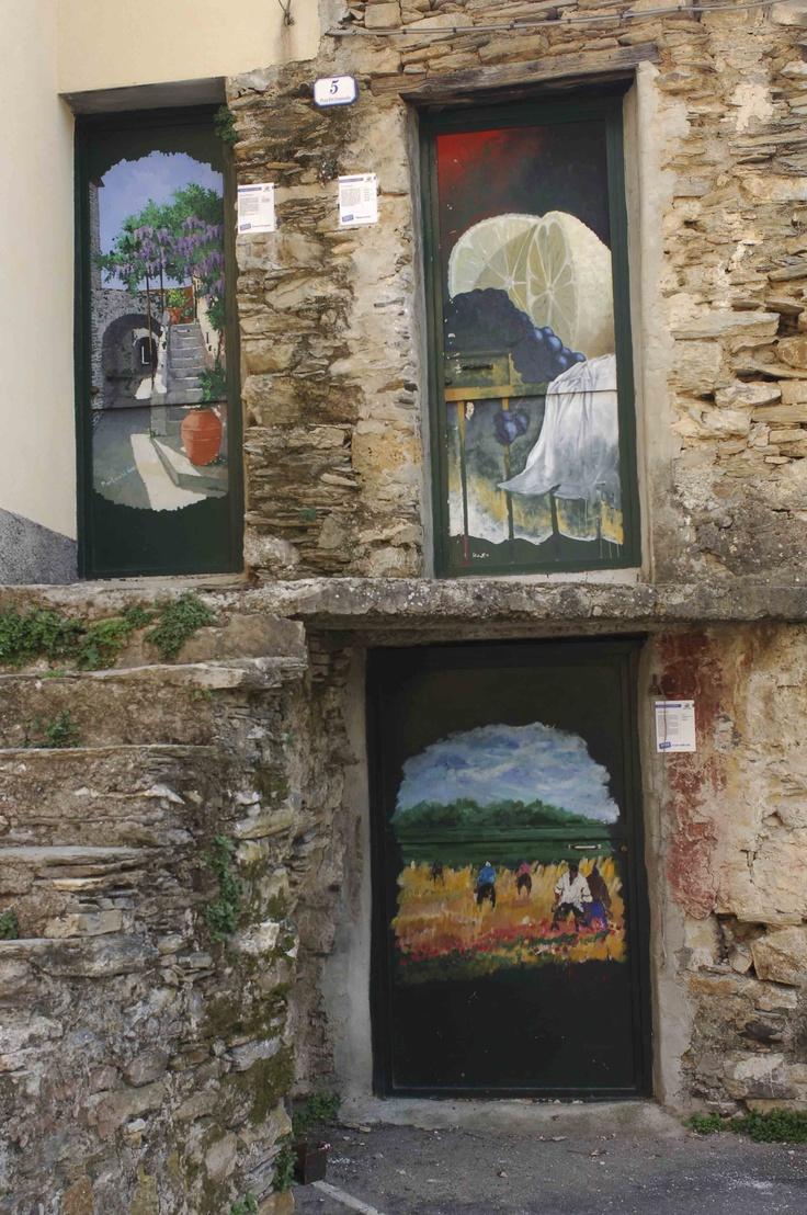 Le porte dipinte di Valloria, Imperia, Liguria - © Paolo Picciotto