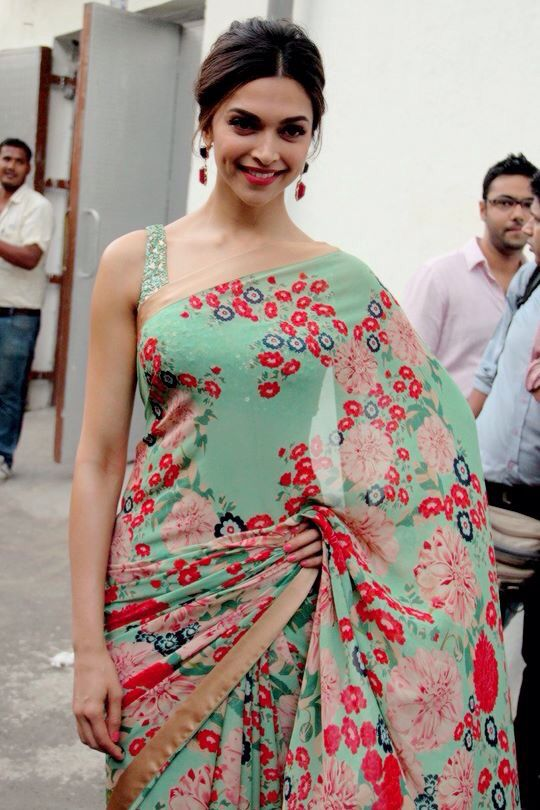 Stunning in t 70's floral saree!