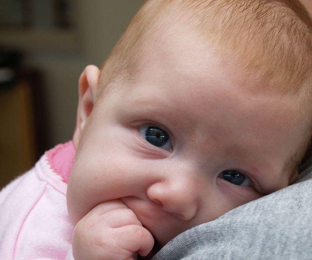 Todos sabemos dos milhares de cuidados que devemos ter com os bebês, principalmente os recém-nascidos. E mesmo sendo o pai ou mãe mais zeloso e cuidadoso com a higiene do filho, as crostas lácteas podem ocorrer.