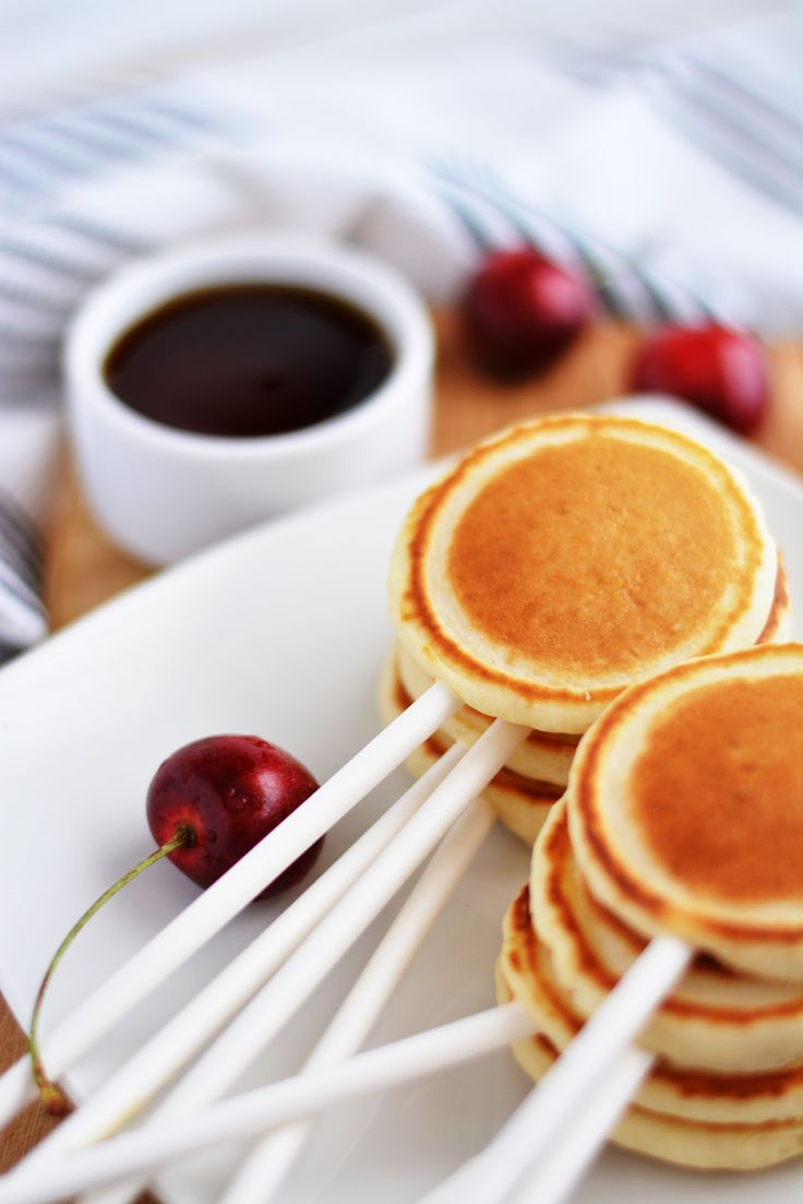 Pancake Pops! ( LittleInspiration.com ) -----------I want to have a pancake party.