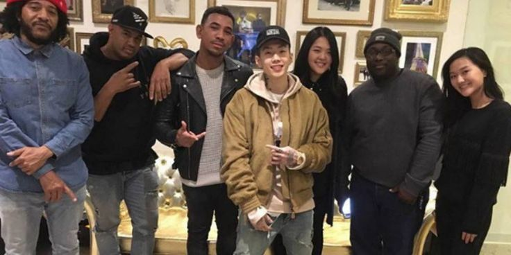 Jay Park signs with Jay-Z's record label ROC Nation? http://www.allkpop.com/article/2017/03/jay-park-signs-with-jay-zs-record-label-roc-nation