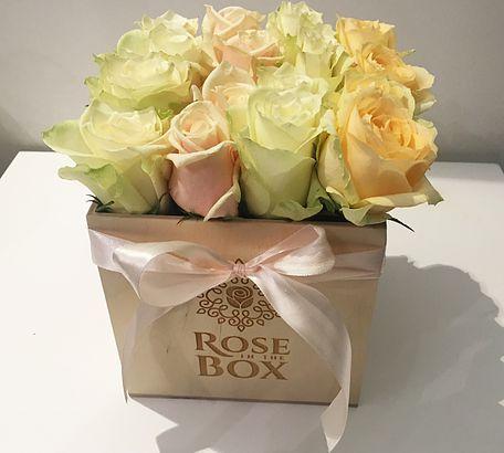 Online virágküldés Budapesten és Pest megyében. Gyönyörű rózsák, egyenesen Hollandiából. Mindig friss és mindig tökéletes választás!