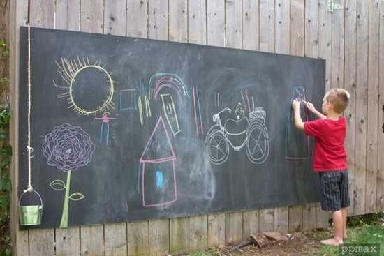 Such a cute idea.  Blackboard for outdoors, I would put this idea under a shade tree possibly or maybe under a tin roof.