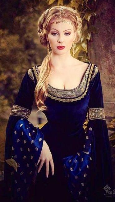 Gorgeous royal blue velvet maiden