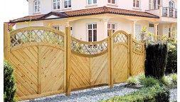Zaun Sichtschutz mit elegantem Rankgitter (10 x 10cm) aus druckimprägnierter Kiefer/Fichte. 45 x 90mm Rahmenhölzer, 16 x 90mm diagonalen Profilbretter als Füllung, geklammert (verzinkt).