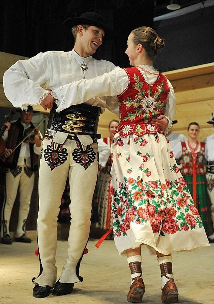 Folk clothing from the region of Podhale, southern Poland [source].