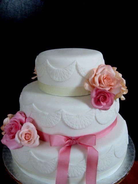 Weddin cake,gumpaste roses