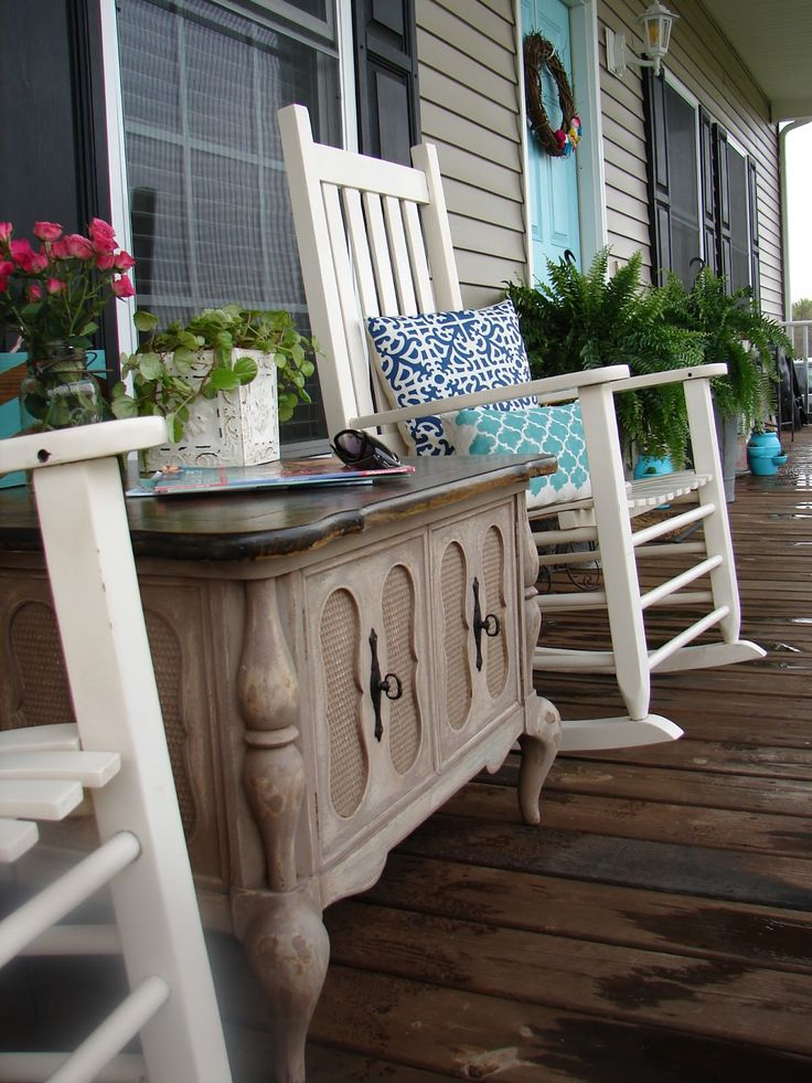 An old table can make a pretty accent on the porch, providing a nice place to display plants.: Front Doors Colors, Diy Front Porches Decor, Front Porches Decor Spring, Spring Porches, Inspiration Decor, Projects Ideas, Porches Ideas, Outdoor Spaces, Outdoor Projects
