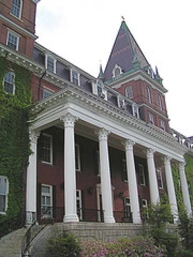 25 Top Ranking New England Colleges and Universities: Holy Cross, College of the