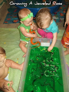 "jello snake dig. Would be an awesome play date  or party ""snack/activity"""
