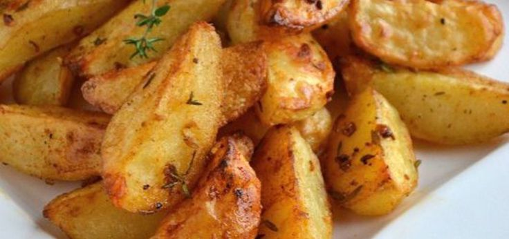 Pieczone ziemniaki z piekarnika ze świeżym tymiankiem - main