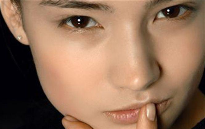 Base, corrector y polvos para un maquillaje perfecto