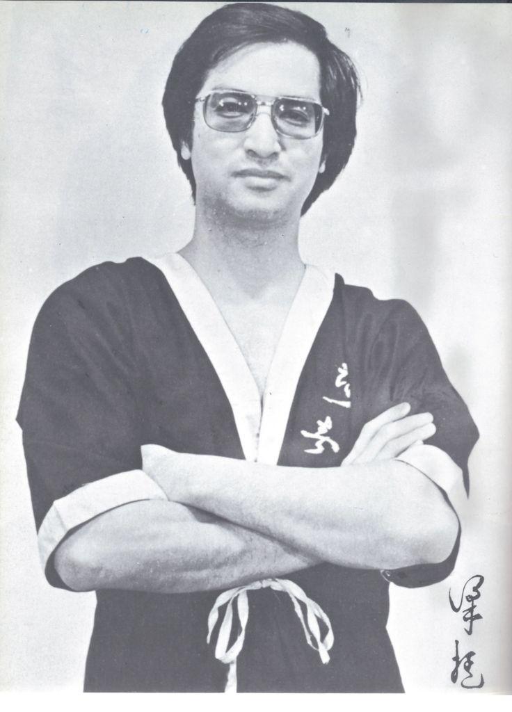 Velmistr Leung Ting - posledním žákem legendy bojových umění Yip Mana. Velmistr Leung Ting je známý po světě jako učitel mistrů bojových uměních a hvězd nejenom z Hong Kongu. Jeho WT system je založen na uvolněnosti a neustálému hledání prostoru pro rychlý protiútok.