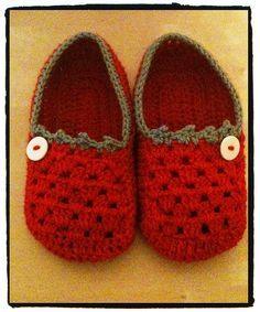Crochet slippers free pattern: http://www.sugarncream.com/pattern.php?PID=4547=21191