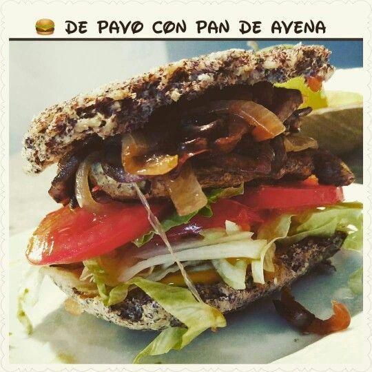 Lunch time rico y saludable!  Hamburguesa de pavo molido con pan de avena, lechuga, cebolla, tomate, pizca de mostaza y de topping champiñones y cebolla tipo caramelizada a mi manera   receta del pan @paulassschh #comiendosanoyrico #libredeexcesos #nutritivo #obirecetas #obifood #healthybalanceandvariety #buenprovecho #felizybendecidoviernes☺ #obihappy