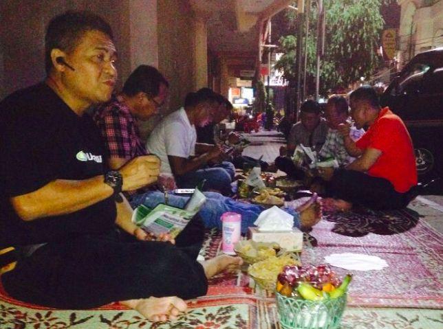 Ngopi Bareng Kabid Humas Polda Jatim Dan Kapolres Kediri Kota di warkop Pinggiran Kota Kediri - Halodunia.net