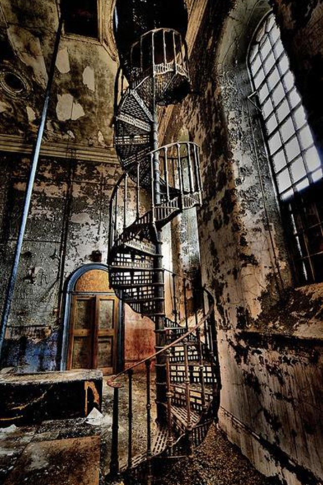 Best Vintage Industrial Spiral Staircase Looks Like A Scene 400 x 300