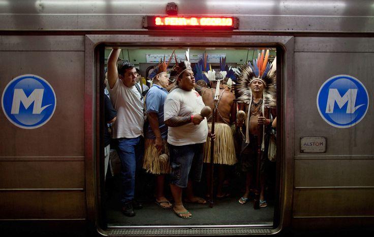 Cena incomum chamou atenção de quem usa o metrô diariamente. No G1