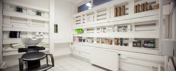 Pallet hair and nails salon in Hungary | 1001 Pallets