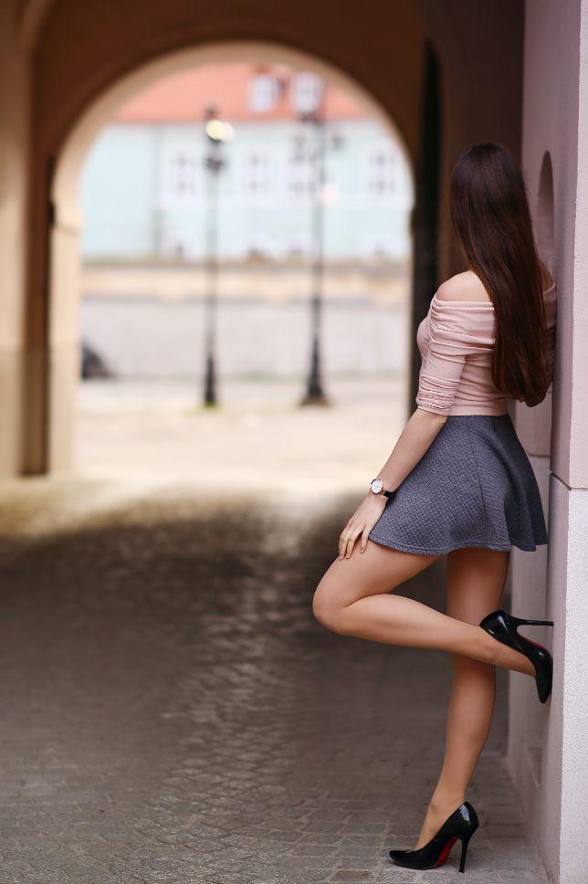 ...help! I have nothing to wear! - kobiecy blog o modzie / by Ari_Maj: Różowy top, szara spódniczka mini i czarne szpilki