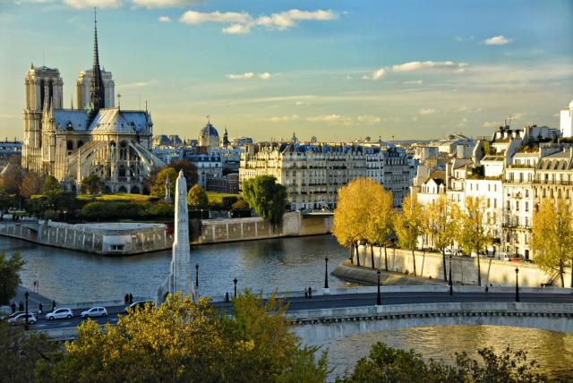 A guide to visiting Paris in September, including packing tips, weather averages, and events highlights.