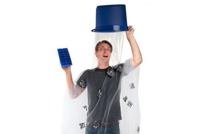Desafio do balde de água gelada virou fantasia para o Dia das Bruxas (!) – veja isso - Blue Bus